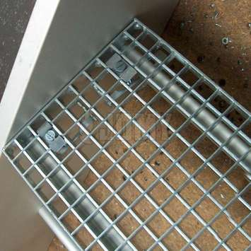 Aluminium or galvanised steel gridplate step.