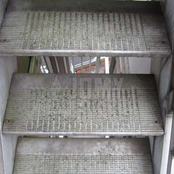 Aluminum stair after 30 years