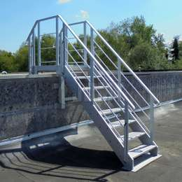 Made of all needed elements (stairs, platforms, stepladders, retractable systems,...), our crossovers are engineered to cross all types of obstacles for maintenance purposes.