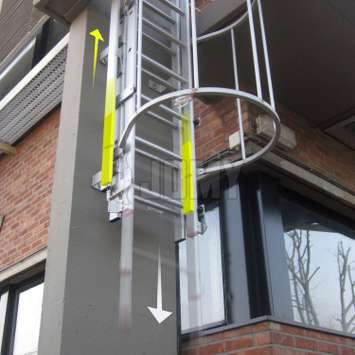 The movable flight(s) of the ladder slides down smoothly thanks to its couterbalanced system. The ladder can then be easily closed by one hand only.