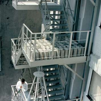 JOMY stairs are light but able to withstand a load of 102 lb/ft2 or 500 kg/m².