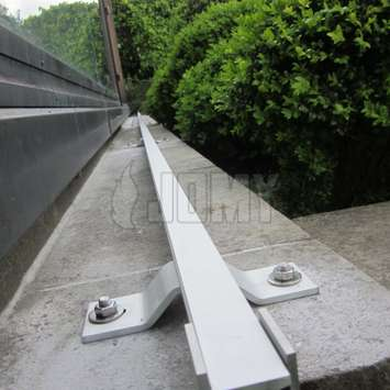 Horizontal JOMYSafe lifeline based on fixed aluminum rail or stainless steel wire.