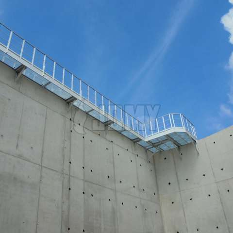 Industrial walkway platform in aluminium used on top of a concrete storage tank.