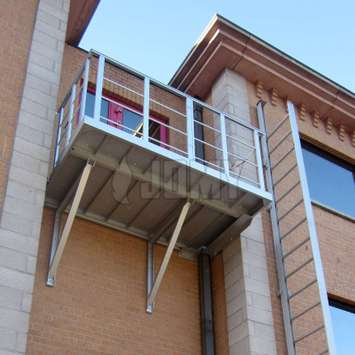 Access balcony