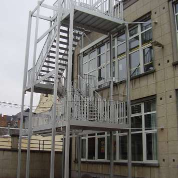 JOMY counterbalanced sefsupporting egress stairs
