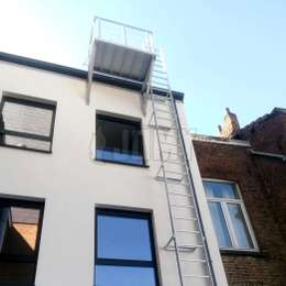 Antwerpen ladder with hanging roof balcony