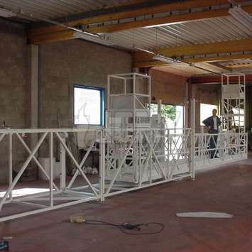 Mobile bridge on rails with horizontal telescopic extension - Building Maintenance Unit