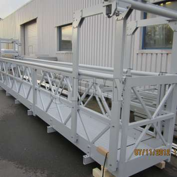 Mobile walkway gantry with suspended cradle - Building Maintenance Unit
