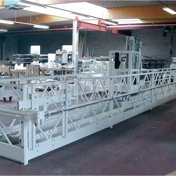 Plateforme et nacelle télescopique blanche - Building Maintenance Unit