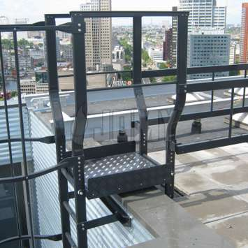 Roof top access in painted aluminum by JOMY