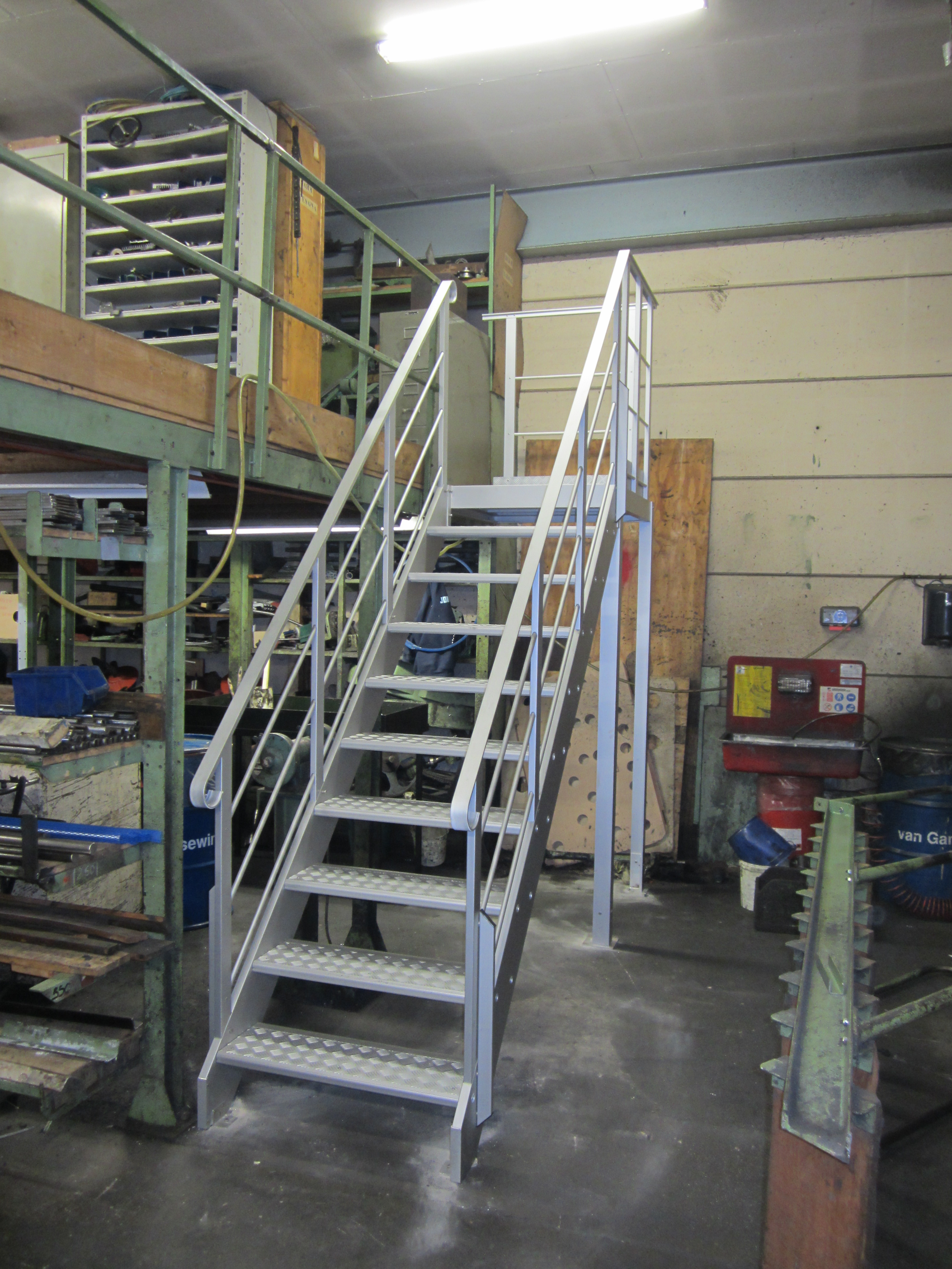 Aluminum stair for access of warehouse on height