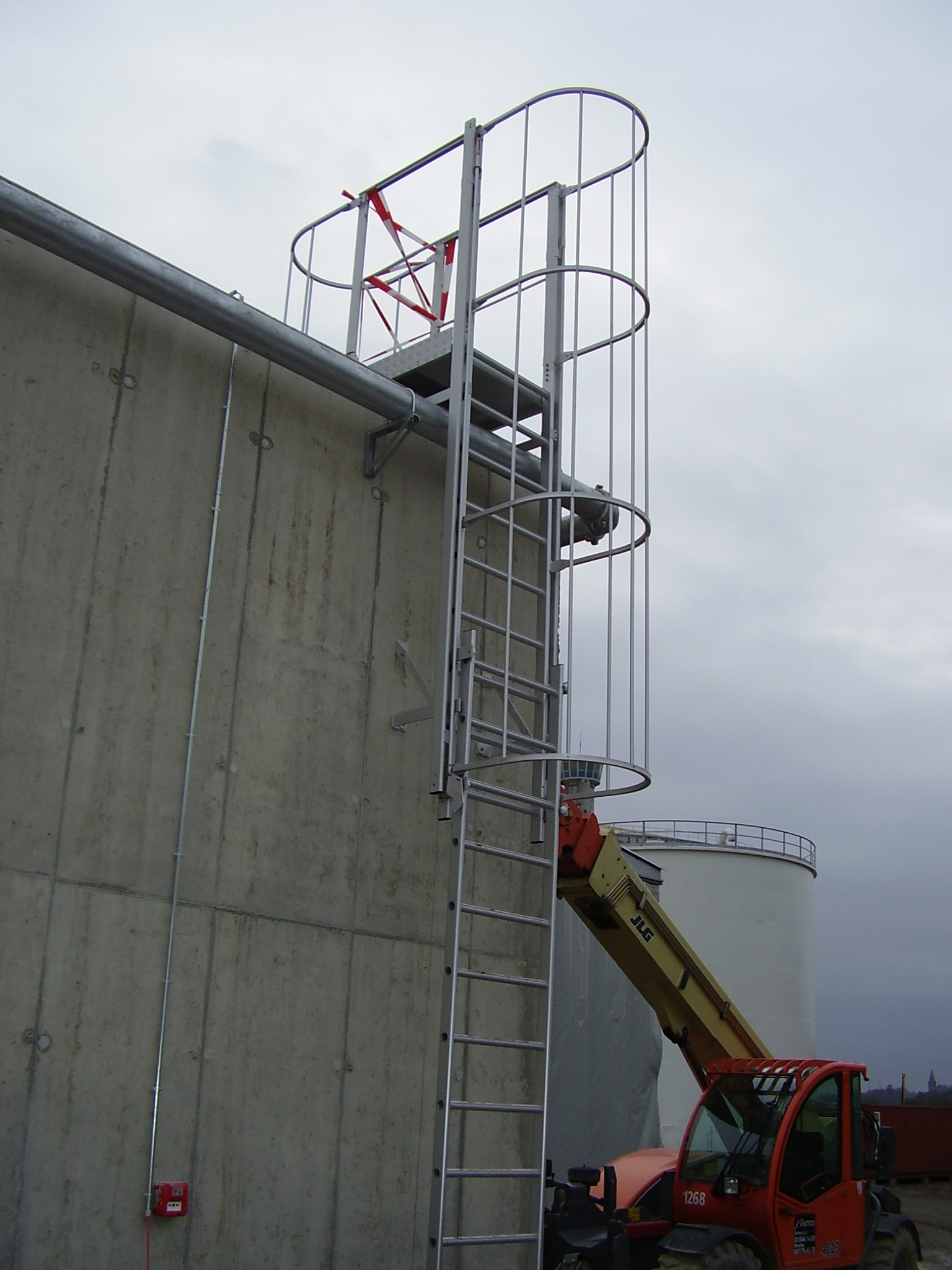 Anodised aluminum counterbalanced ladder