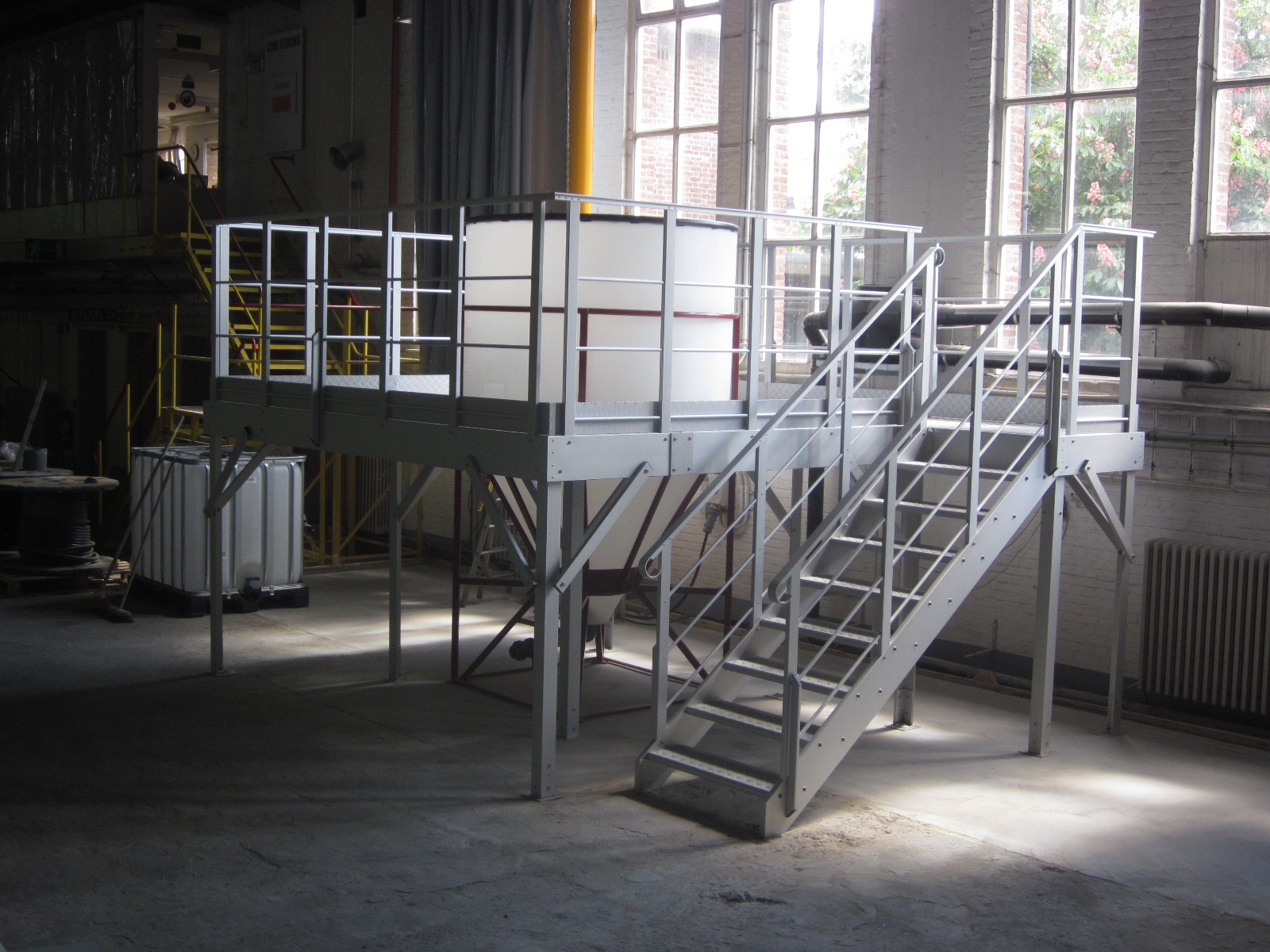 JOMY specializes in a wide range of products including stairs, specialty ladders, walkways, stepladders, custom constructions and other safety accessories. All products are produced from anodized light weight aluminum.