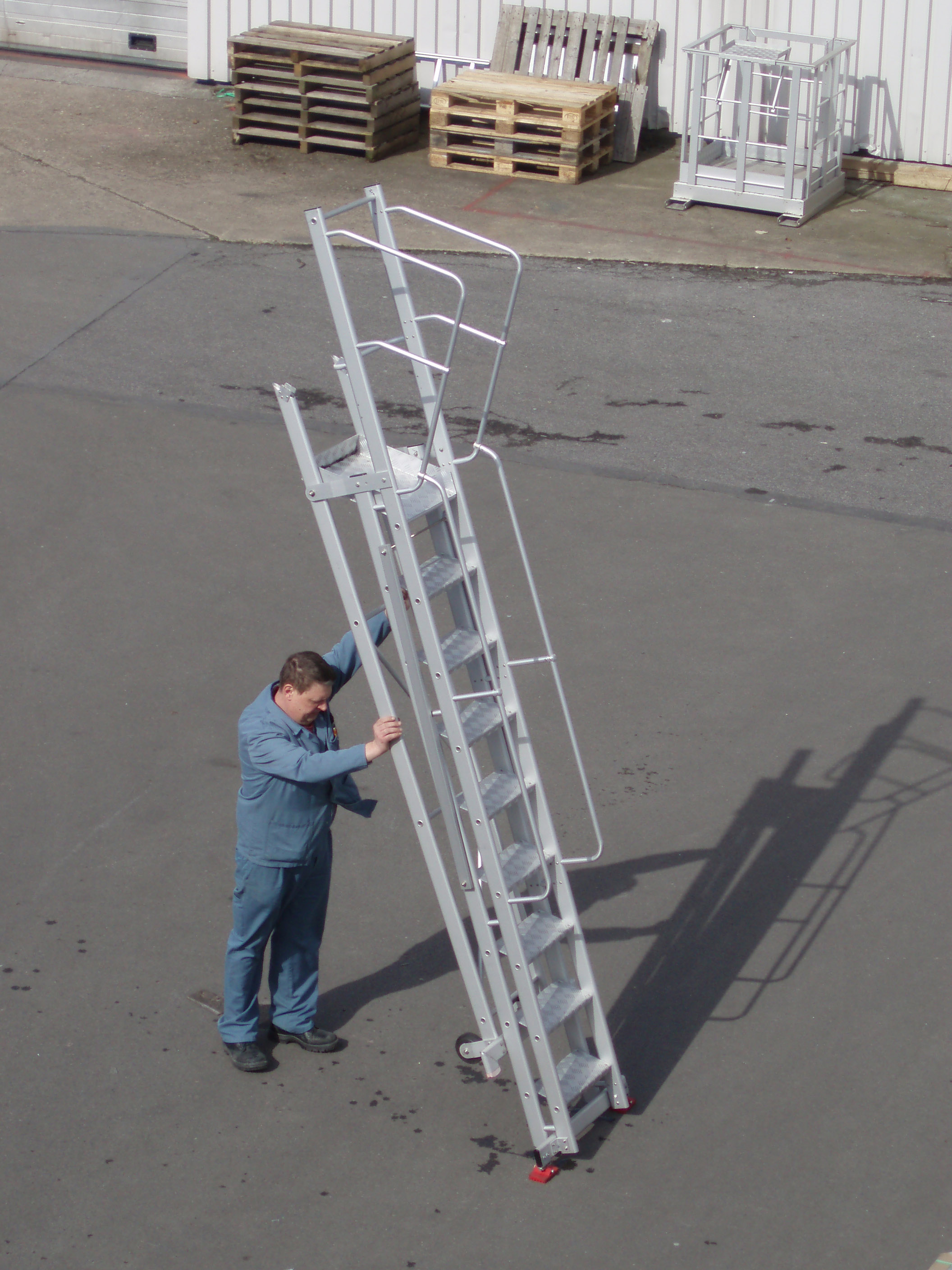 Foldable and mobile aluminum stairs