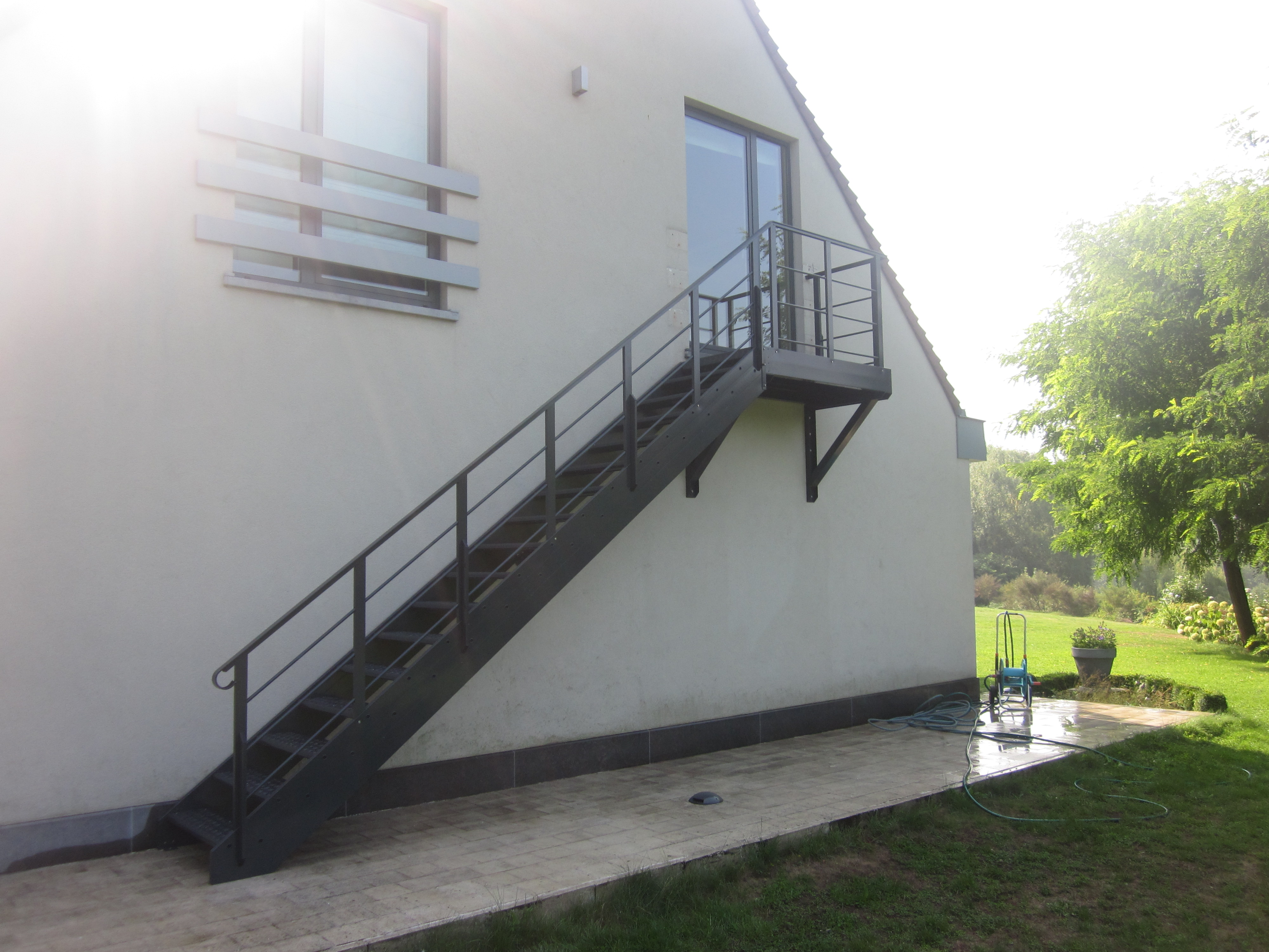 Garden access stairs in aluminium