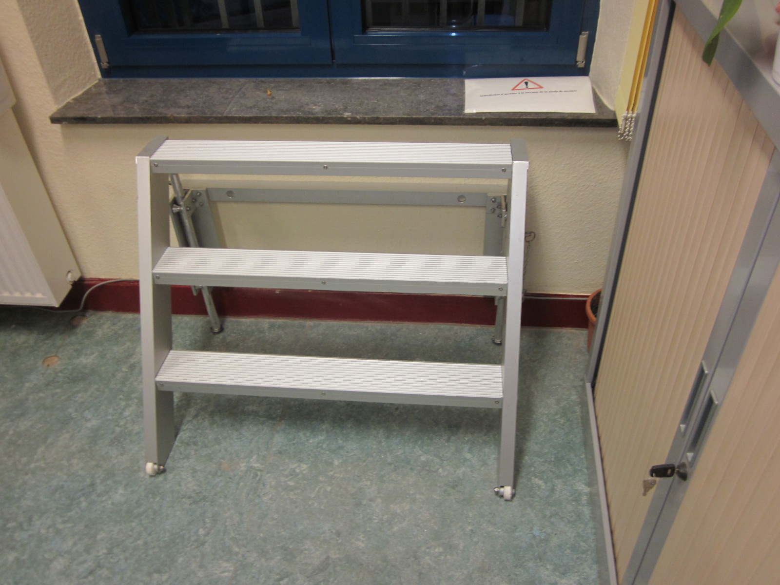 Two step stepladder