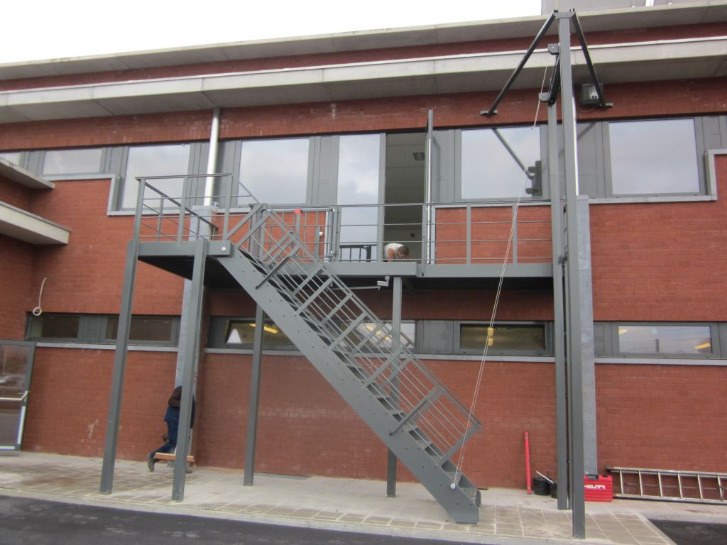 JOMY counterbalanced stairs in painted aluminum