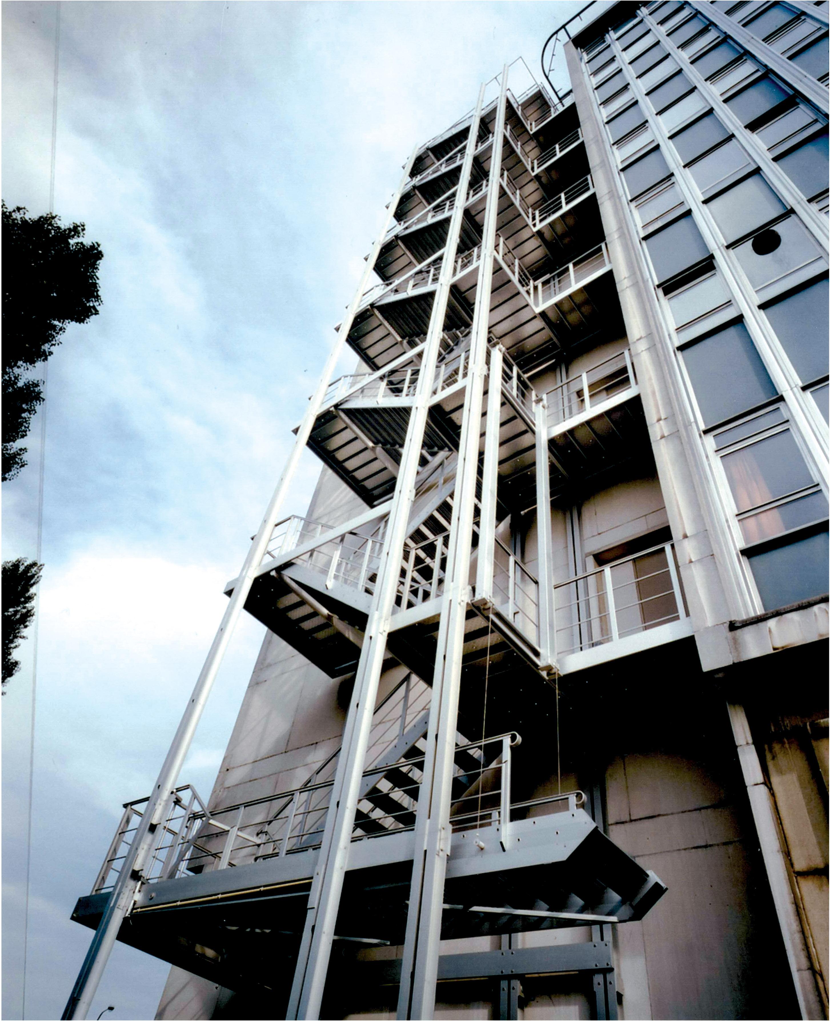 Super JOMY| Escaliers d'évacuation comme solution idéale pour l  NX84