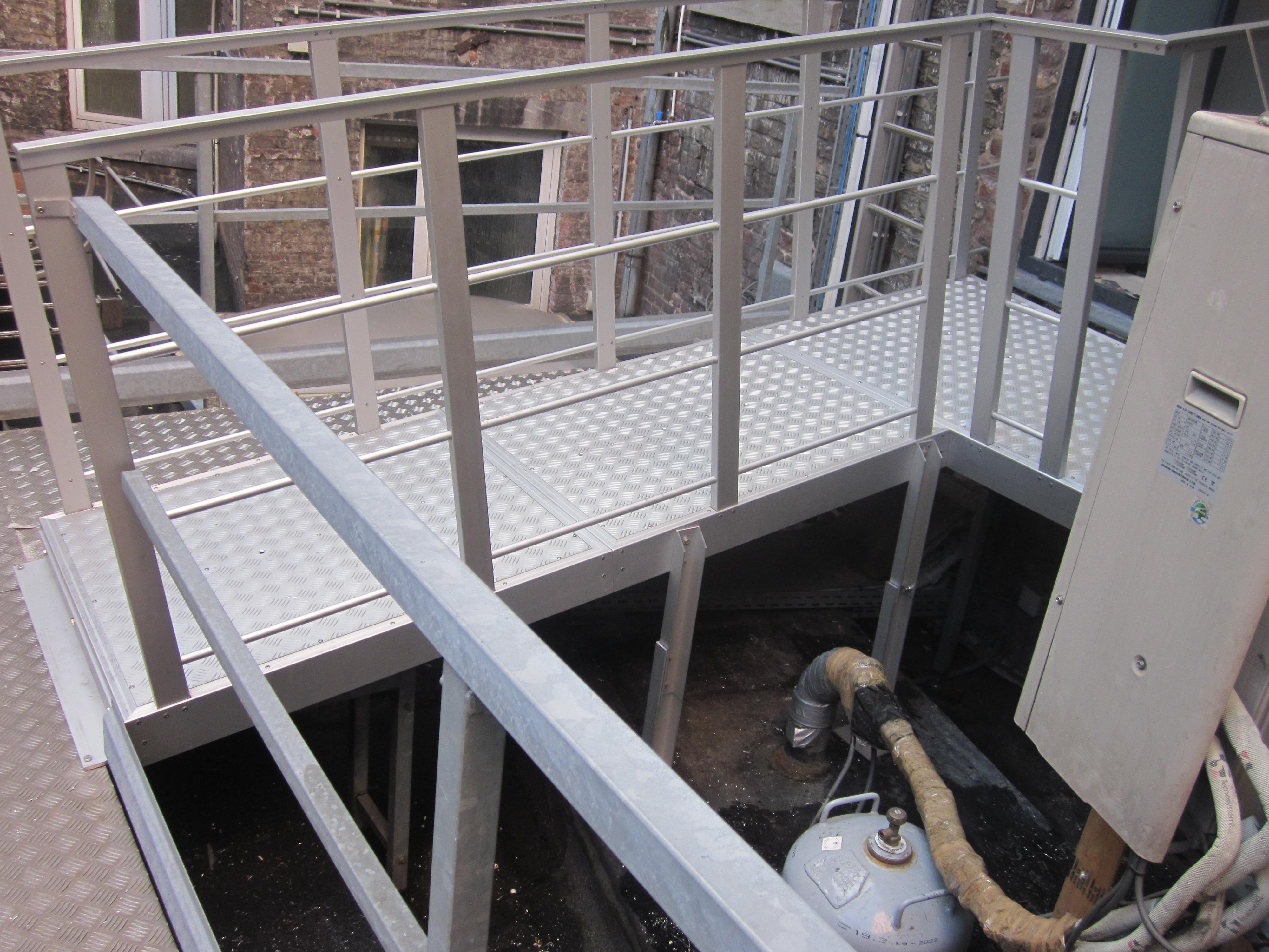 Jomy onze jomy producten om een veilige toegang voor onderhoud te garanderen - Trap voor daken ...