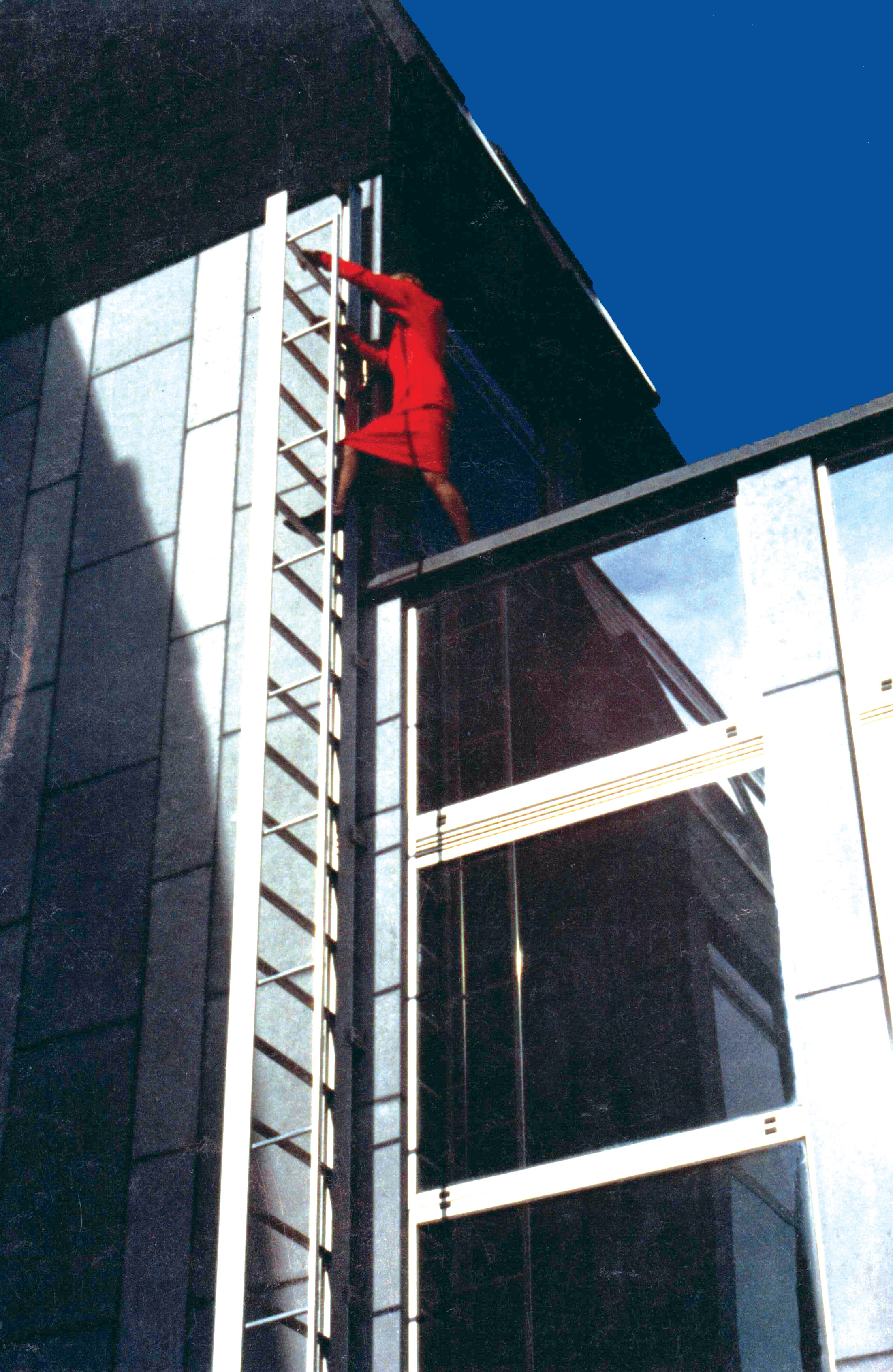 The JOMY Retractable Fire Escape Ladder is ideally suited for Evacuation in emergency situations and has a lot of outstanding features