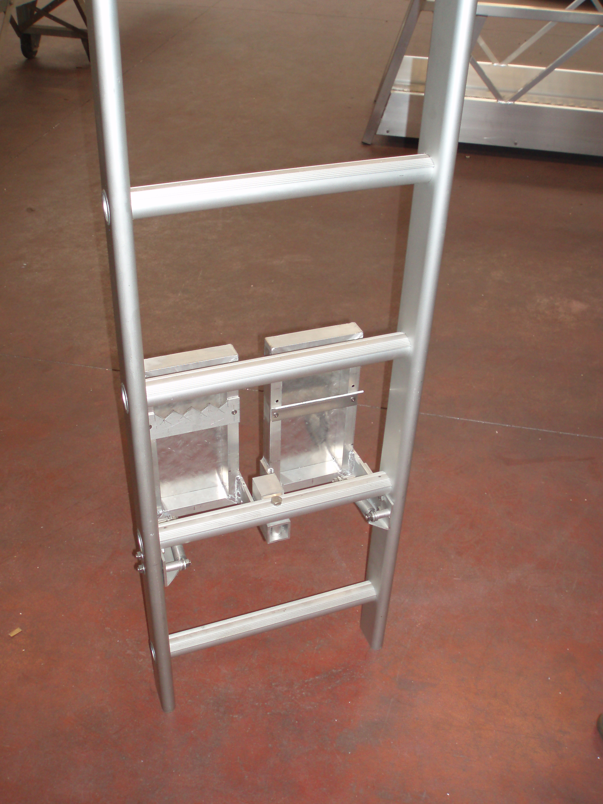 Options for the JOMY fixed ladder in anodized aluminum