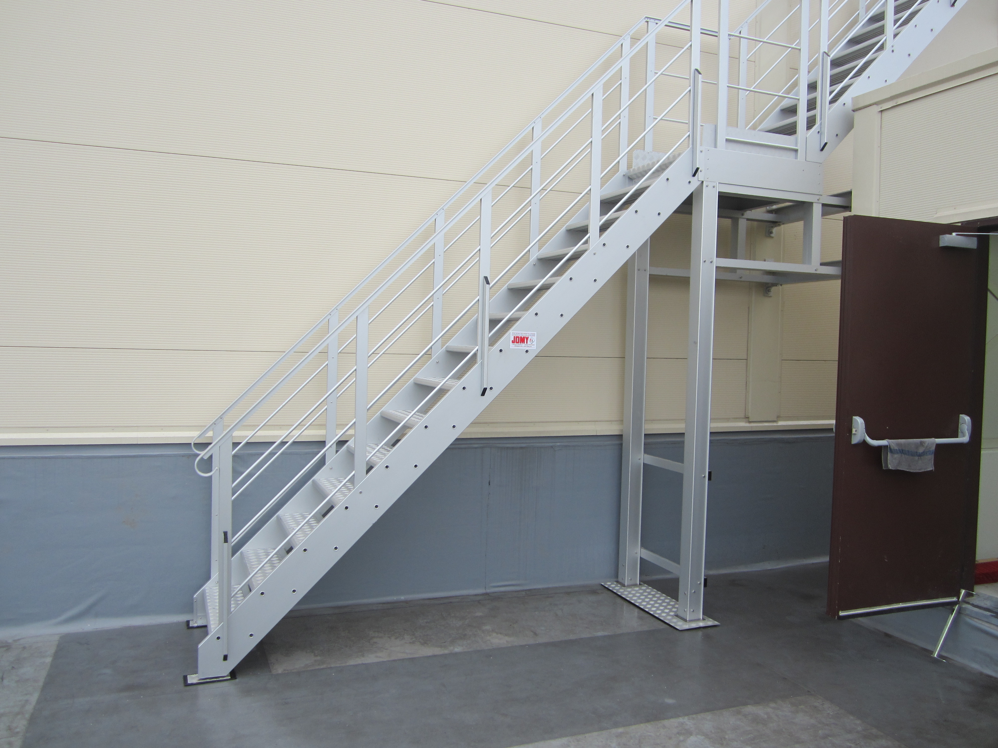 Differentes configurations pour les escaliers d'evacuation sont disponibles