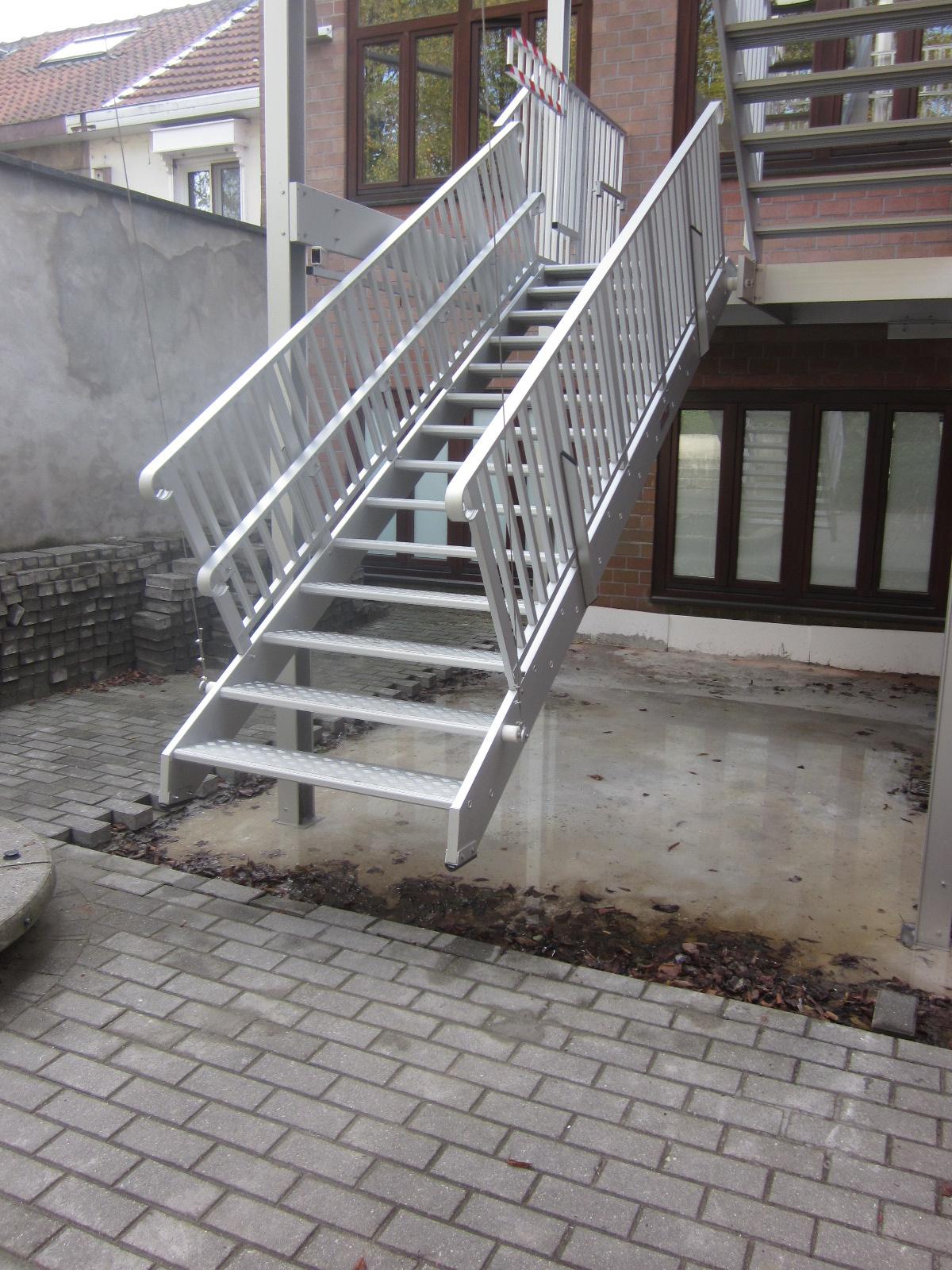Jomy escalier vol e relevable pour une utilisation de l 39 espace optimale - Mezzanine trap ...