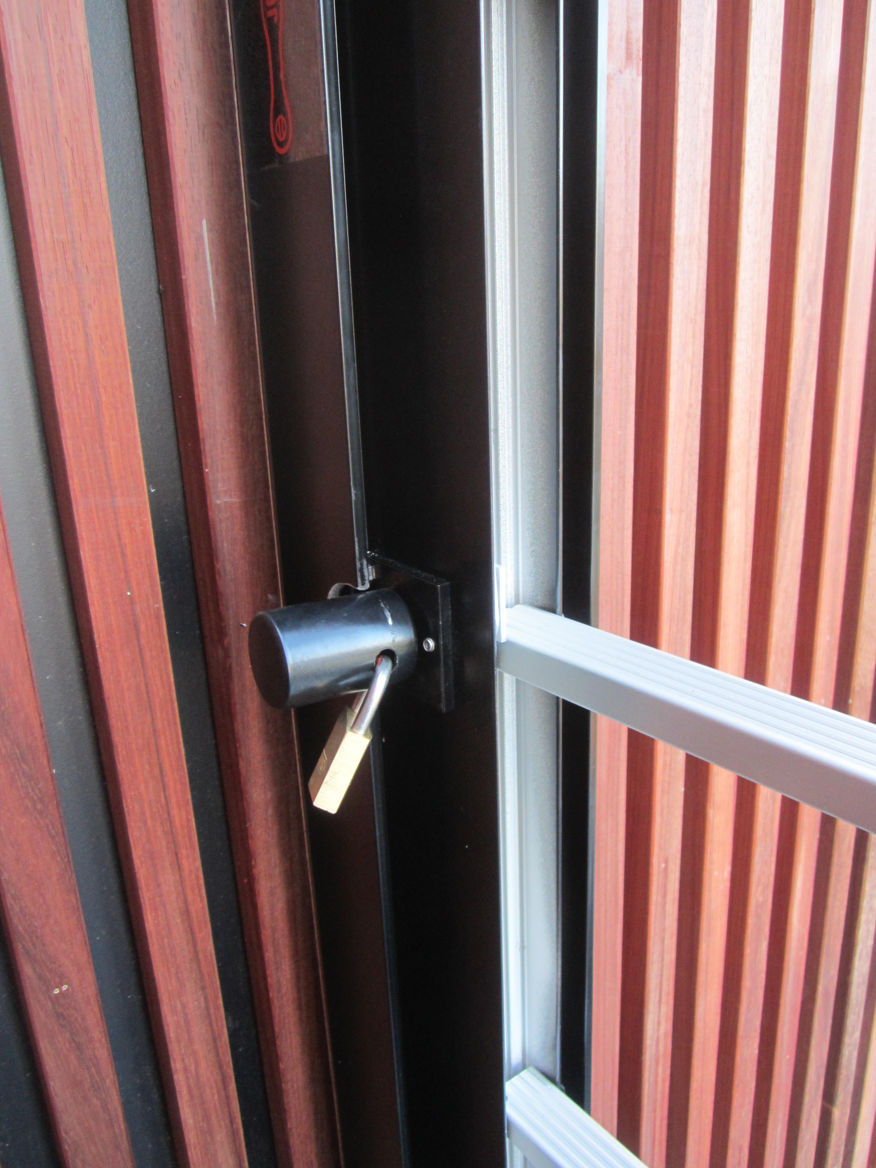 Coiffe et cadenas pour mécanisme d'ouverture